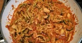 zucchini-spaghetti-hähnchen